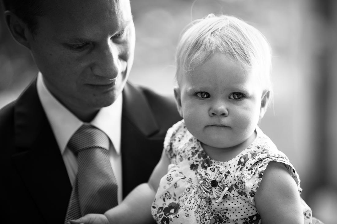 schwarz-weiß portrait eines kindes