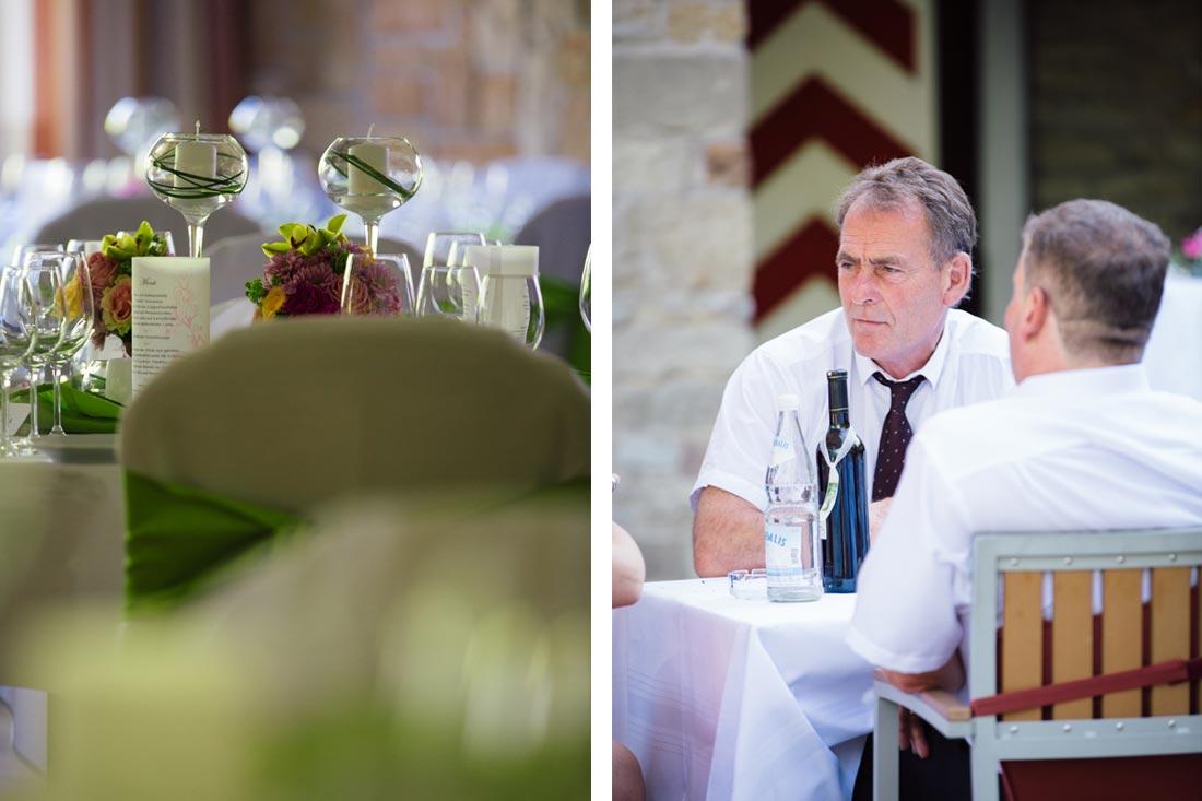 Gast am Tisch