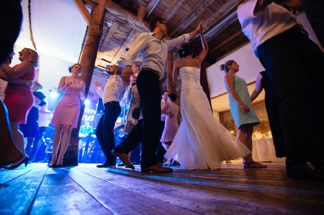 tanzendes paar auf party