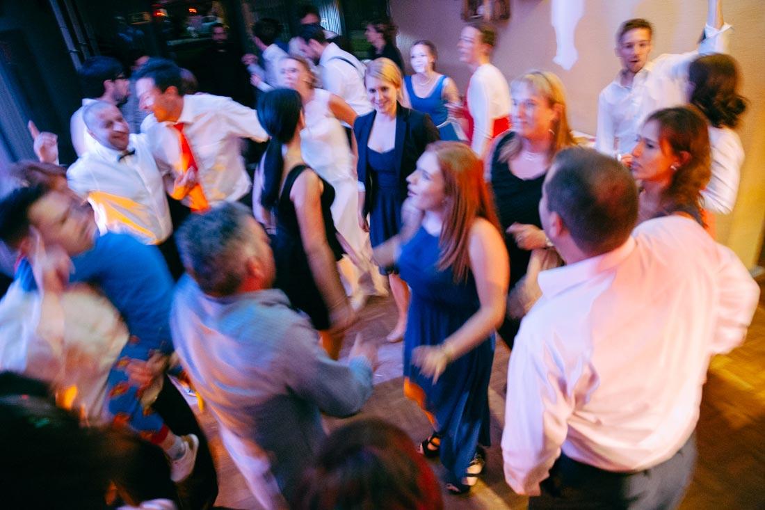 hochzeits-reportage gäste tanzen lg