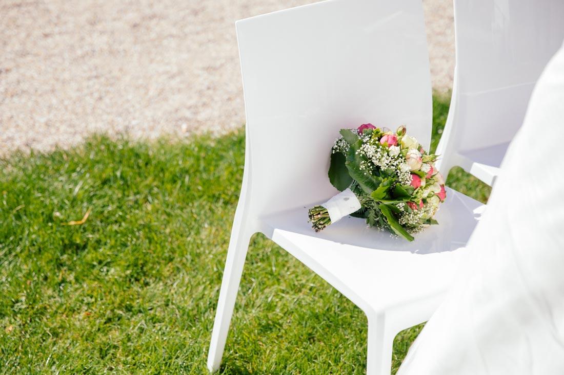 Blumen auf dem Stuhl
