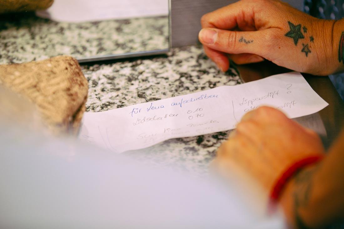 Notizen auf dem Tisch
