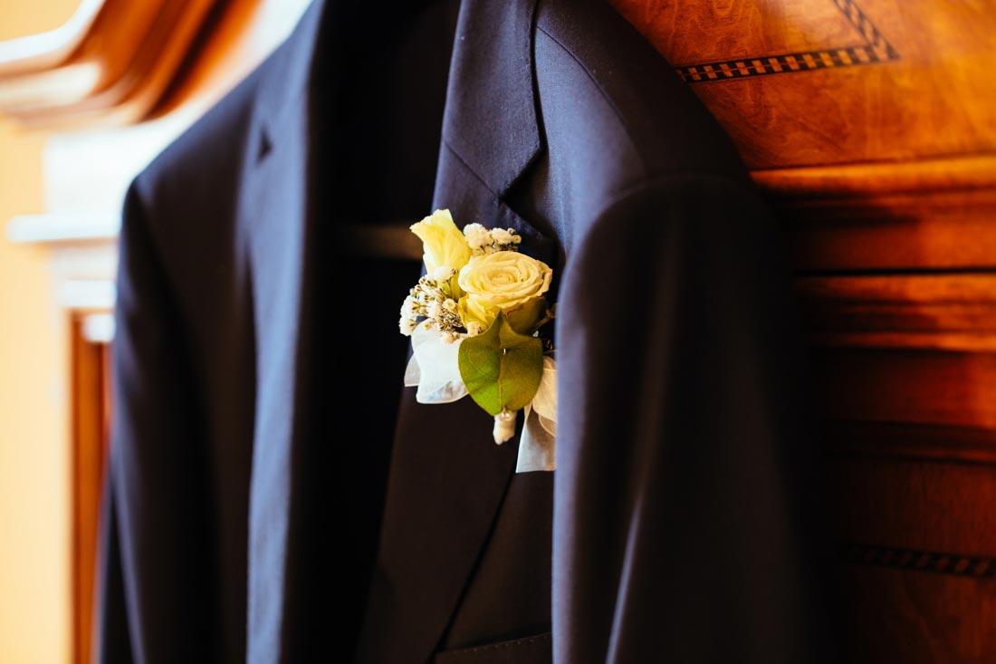 Blumen an der Jacke