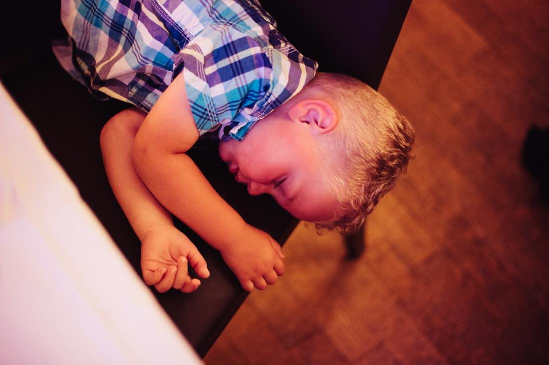 hochzeitsfotografie junge schläft