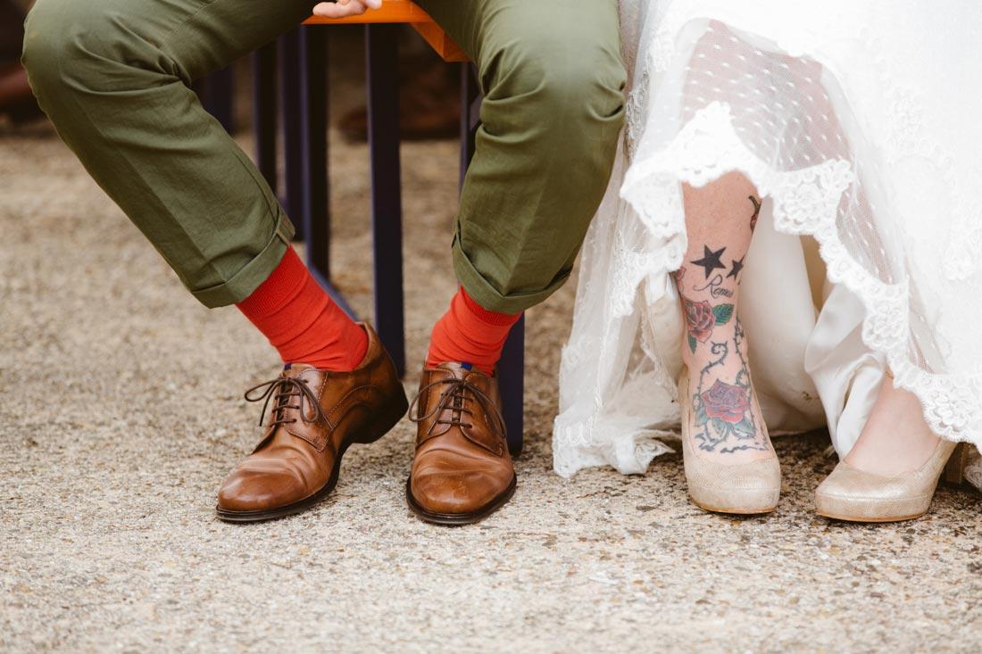 Schuhe des Brautpaars im Zelt