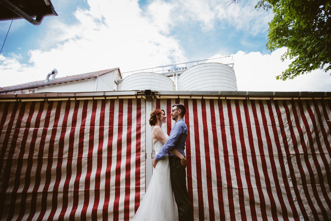 Hochzeitsfotos vor Zelt