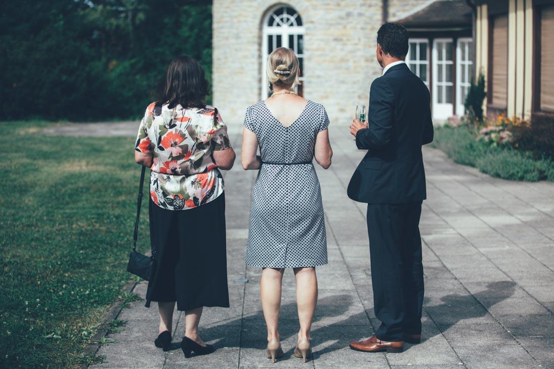 Gäste beim Sektempfang