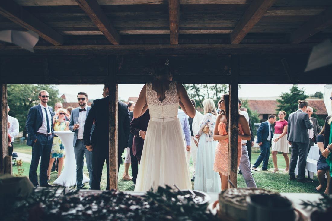 Braut vor Torte