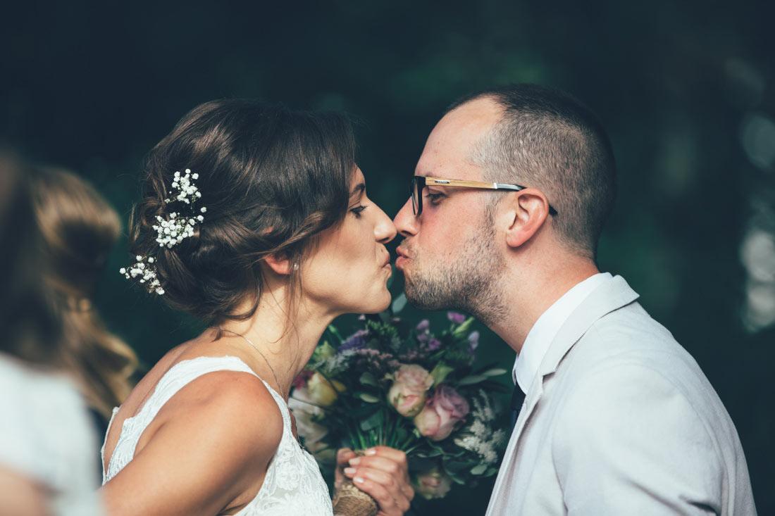 Braut küsst Bruder