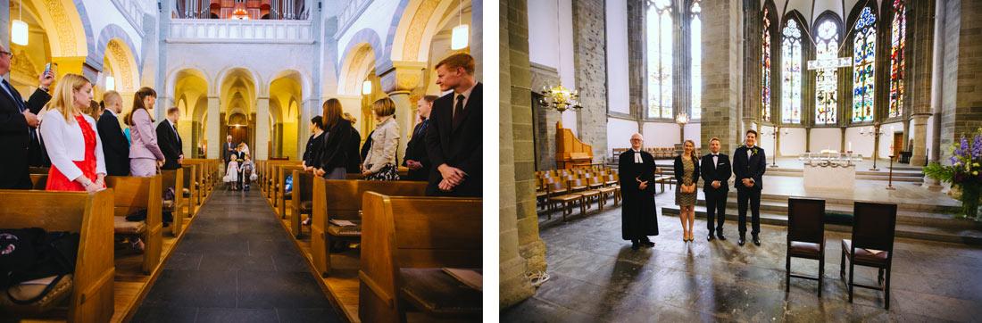 Braut läuft in die Kirche ein