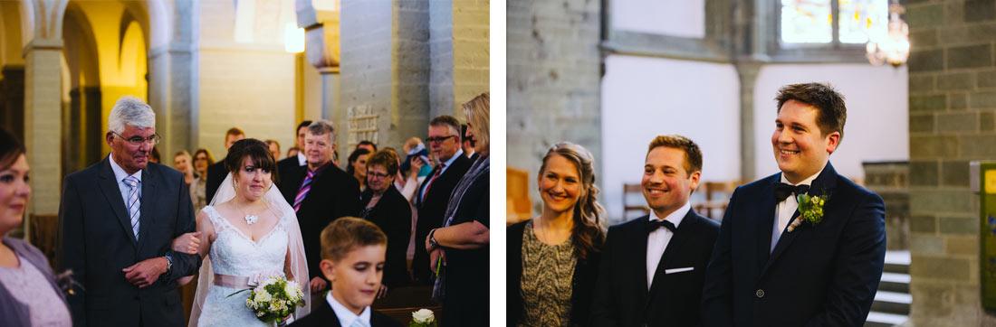Bräutigam sieht die Braut
