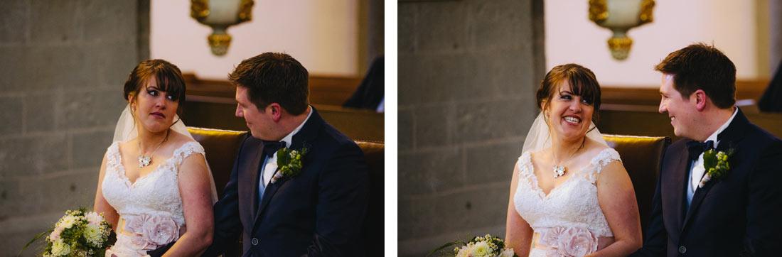 Gerührte und lachende Braut