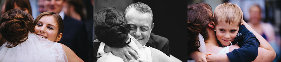 Das Paar wird umarmt