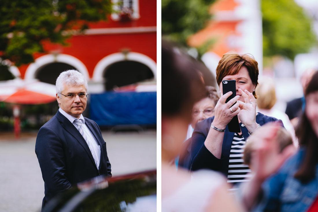 Gast fotografiert das Paar
