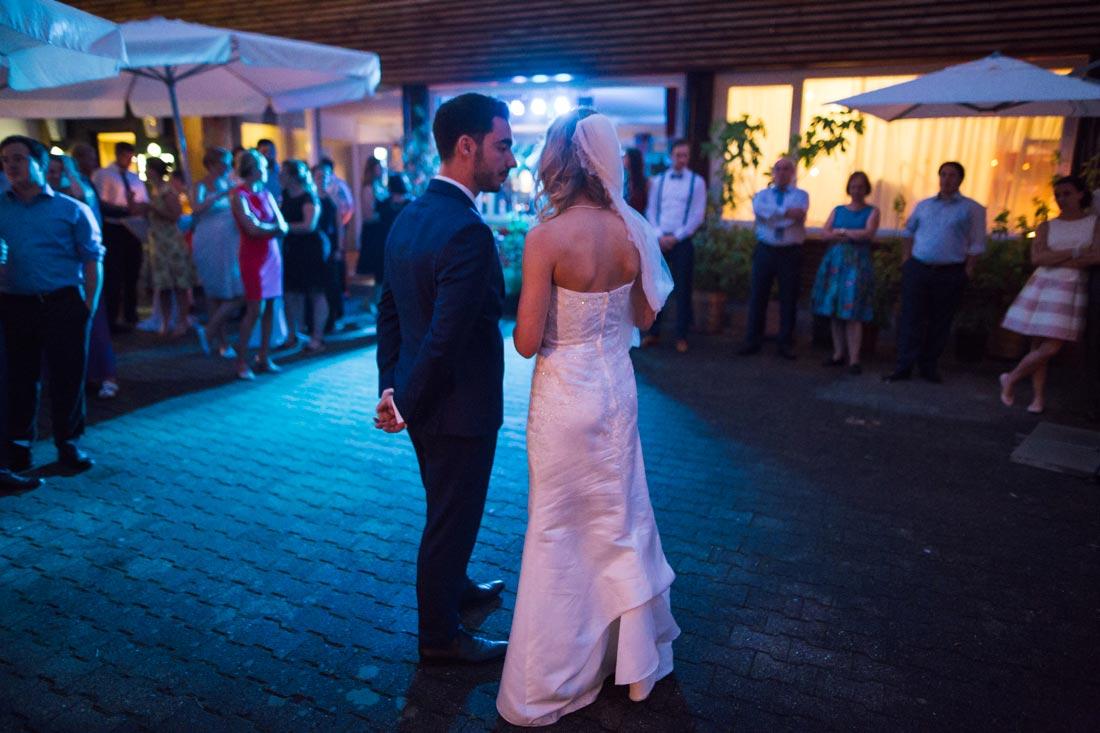 Brautpaar kurz vor dem Tanz