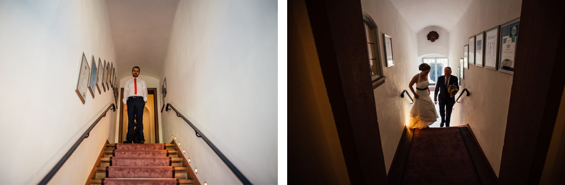 Braut und Vater im Treppenhaus