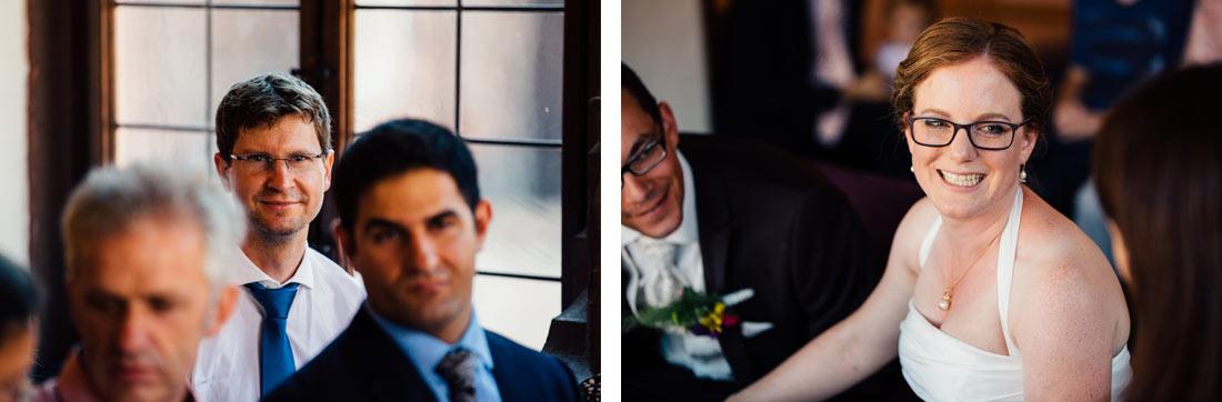 Lachende Braut nach der Trauung