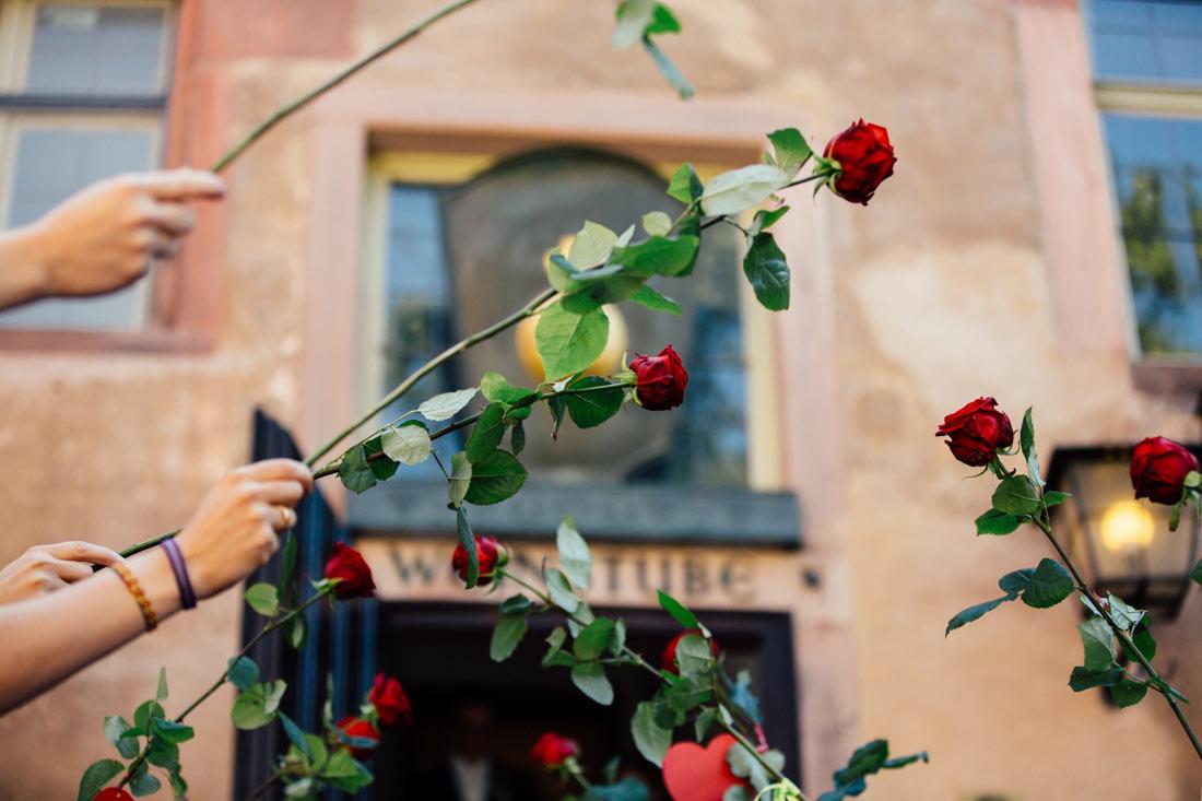 Rosenspalier vor dem Standesamt