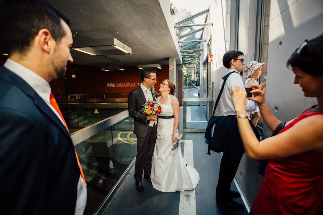 Hochzeitspaar Bahnstation Heidelberg