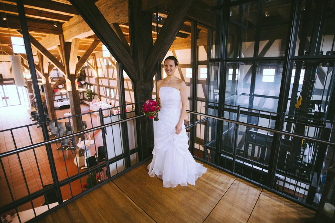 Braut wartet auf den First Look