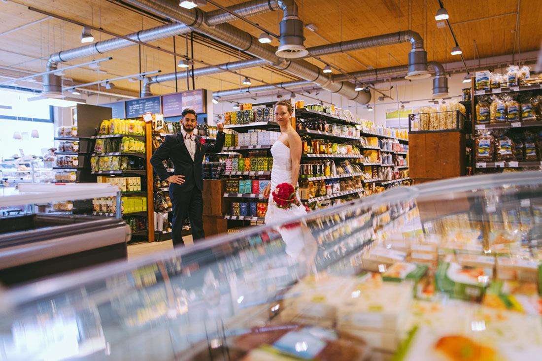 Paarbilder im Supermarkt