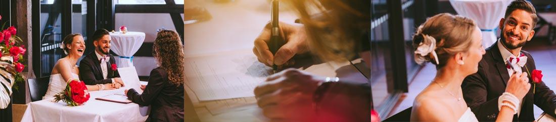 Urkunde wird unterschrieben