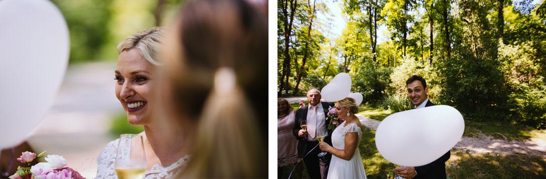 Braut und Bräutigam im englischen Garten