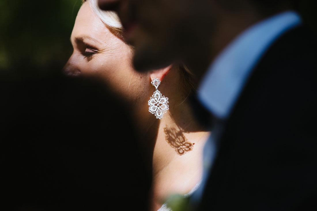 Schöner Ohrring der Braut