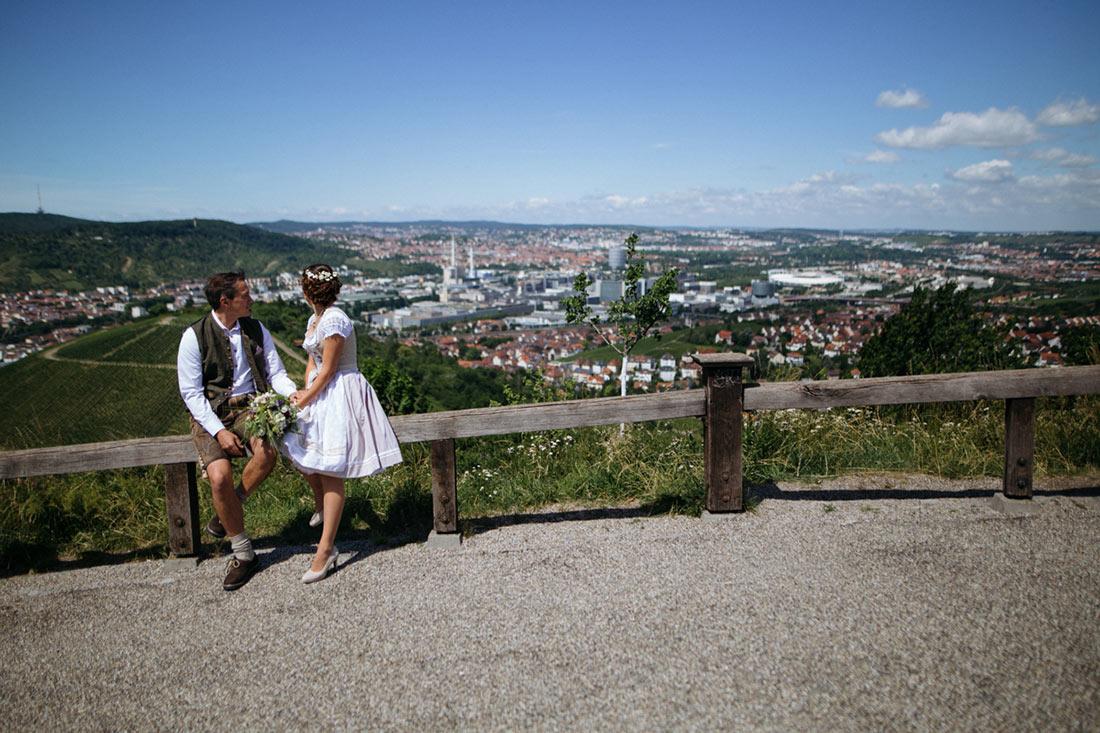 Das Paar wirft einen Blick auf Stuttgart