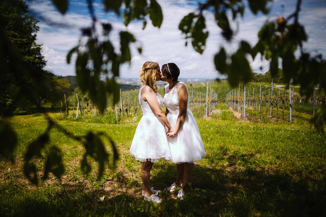 Kuss unter einem Kirschbaum