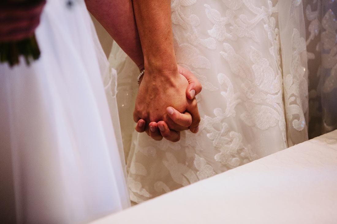 Das Paar hält Hände