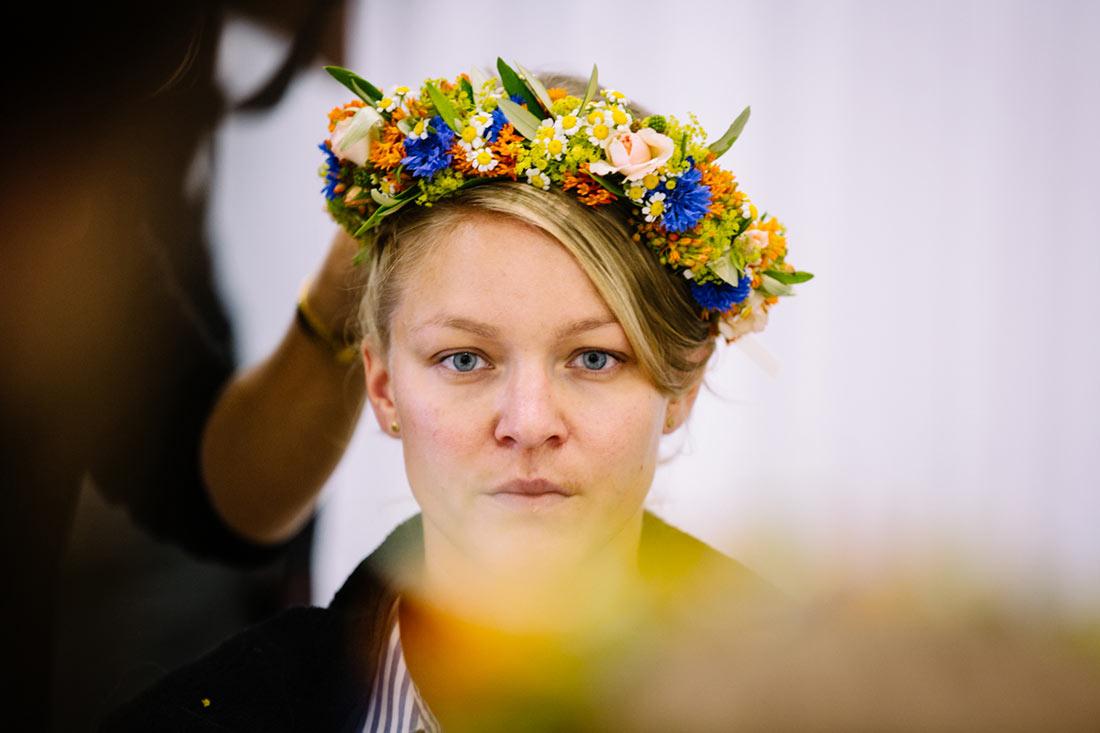 Blumenkranz im Haar der Braut