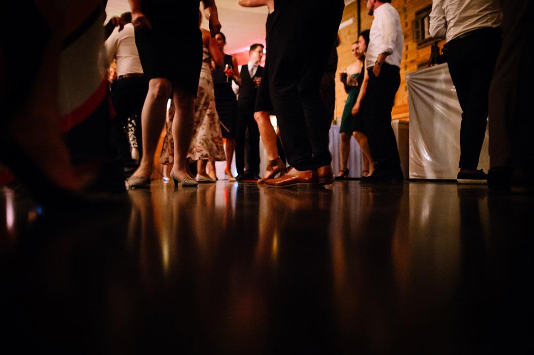 Hochzeitsgesellschaft auf der Tanzfläche
