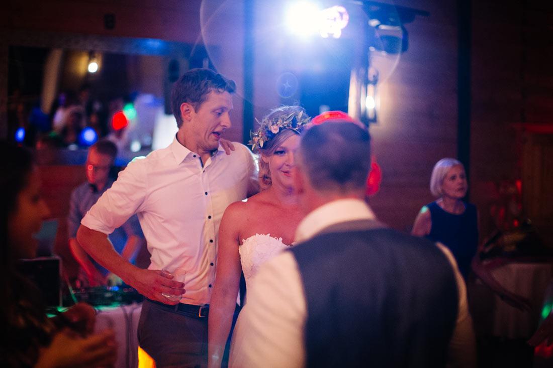 Die Braut und zwei Gäste