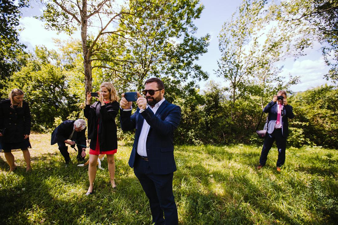 Hochzeitsgäste als Hochzeitsfotografen