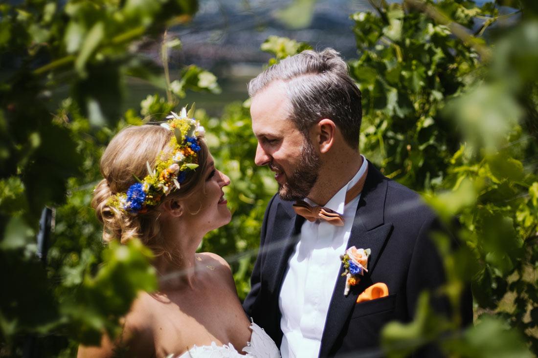 Hochzeitsfoto zwischen Reben