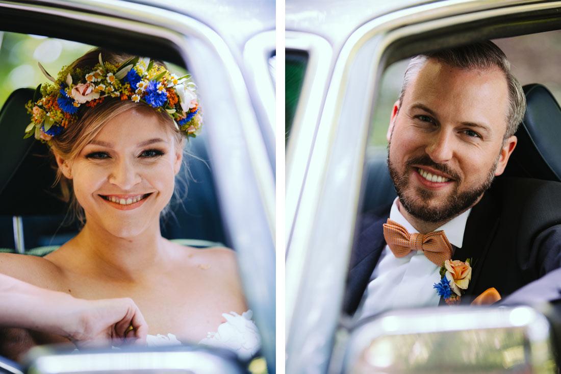 Das Paar in ihrem Mercedes