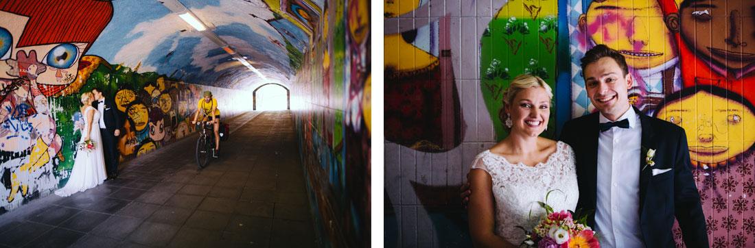 Paar küsst sich in einem Tunnel