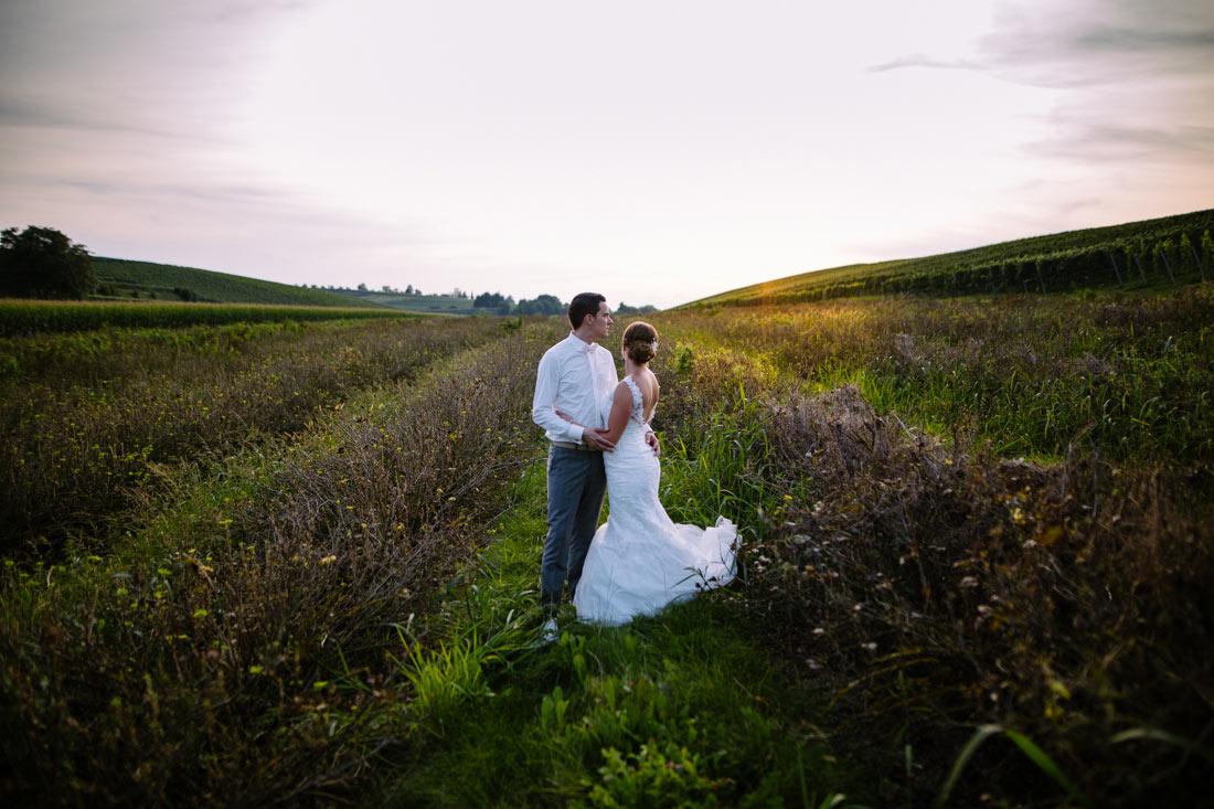 Hochzeitspaar in der Abendsonne