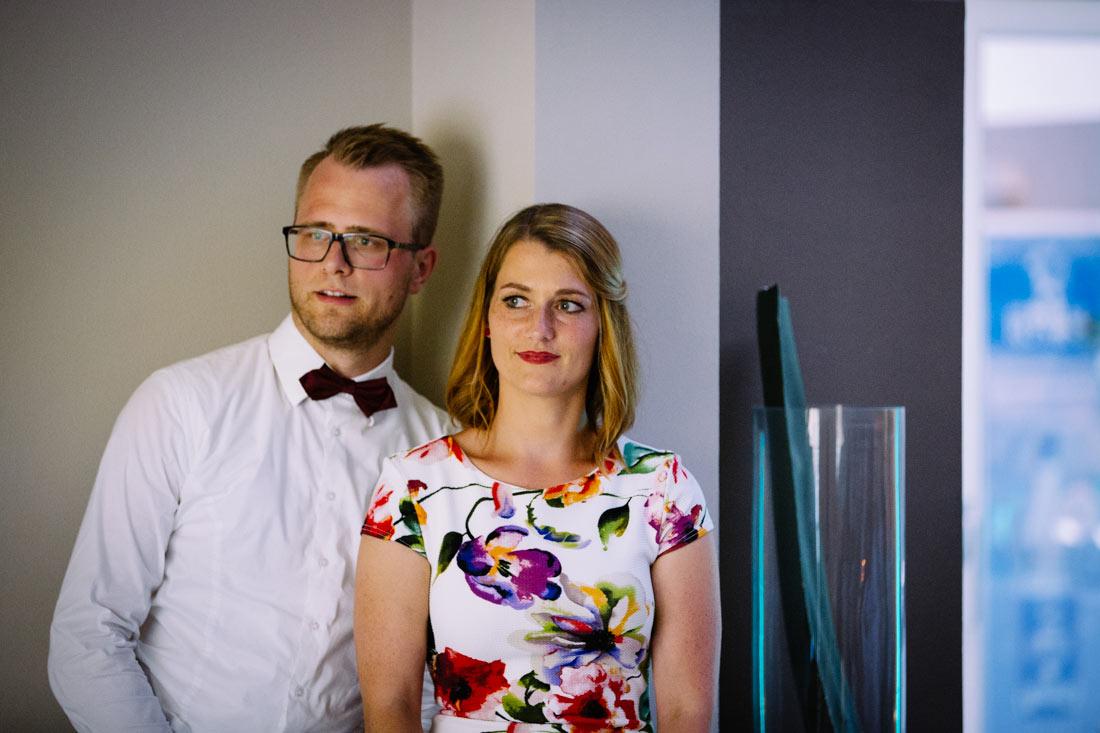 Gastpaar schau auf die Leinwand