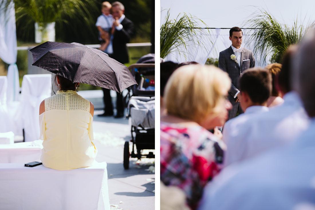 Bräutigam steht alleine vorne