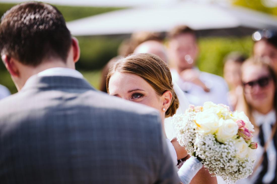 Braut mit Tränen in den Augen