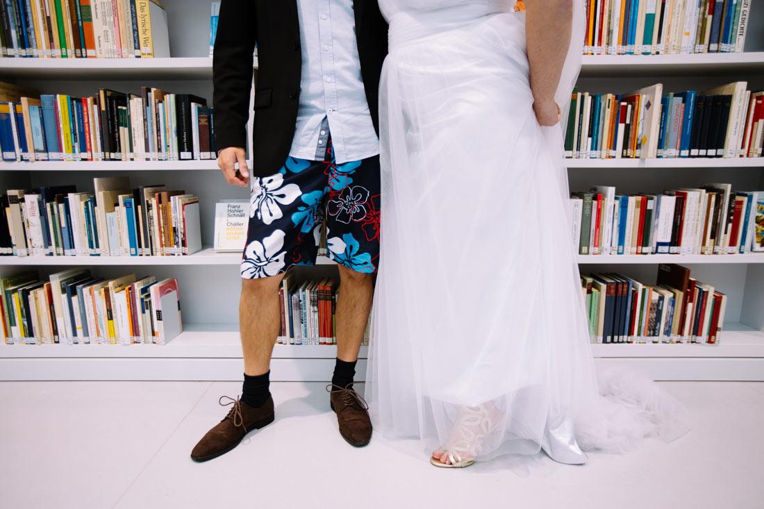 Hochzeitsgast trägt Shorts