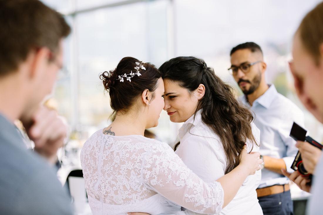 Brautpaar ist sich ganz nah