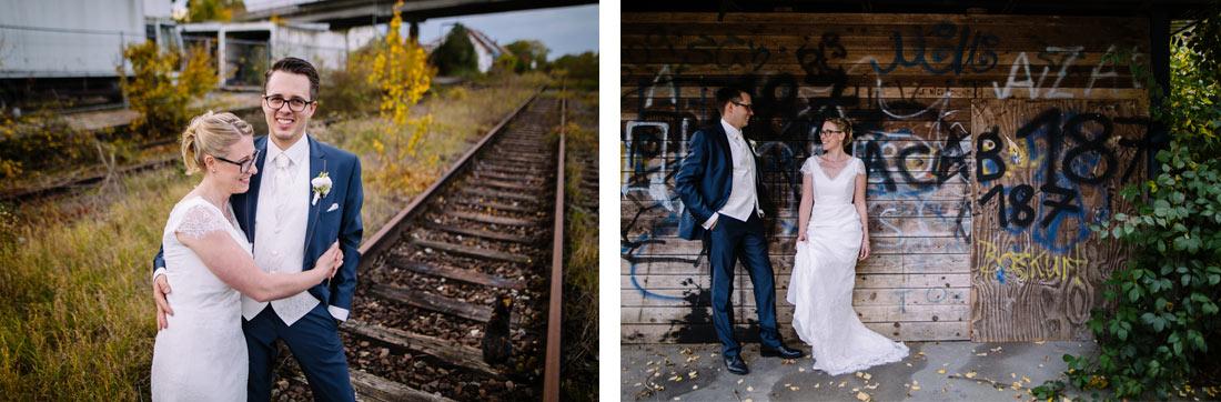 Paar auf den Gleisen