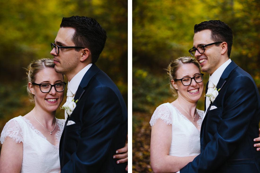 Glückliches Paar im Wald