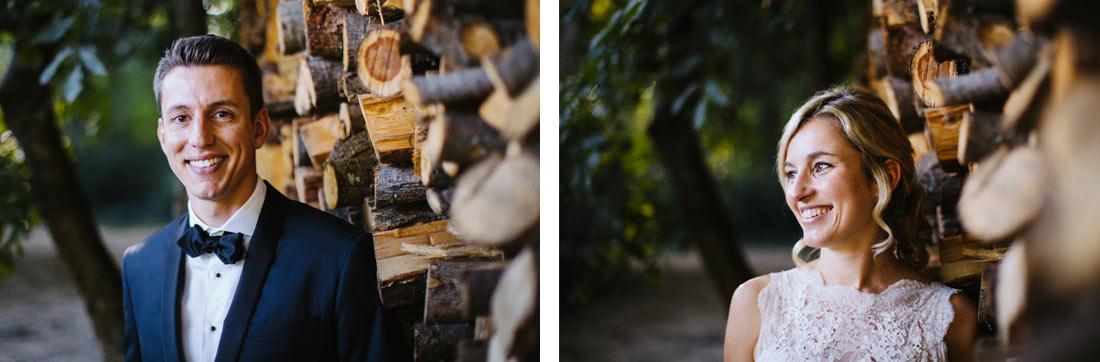 Portraits vom Paar am Holzstapel