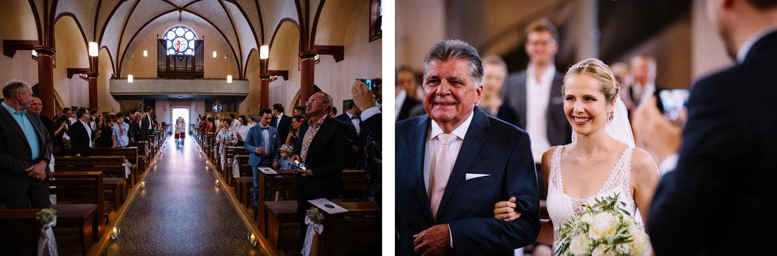 Die Braut läuft in die Kirche