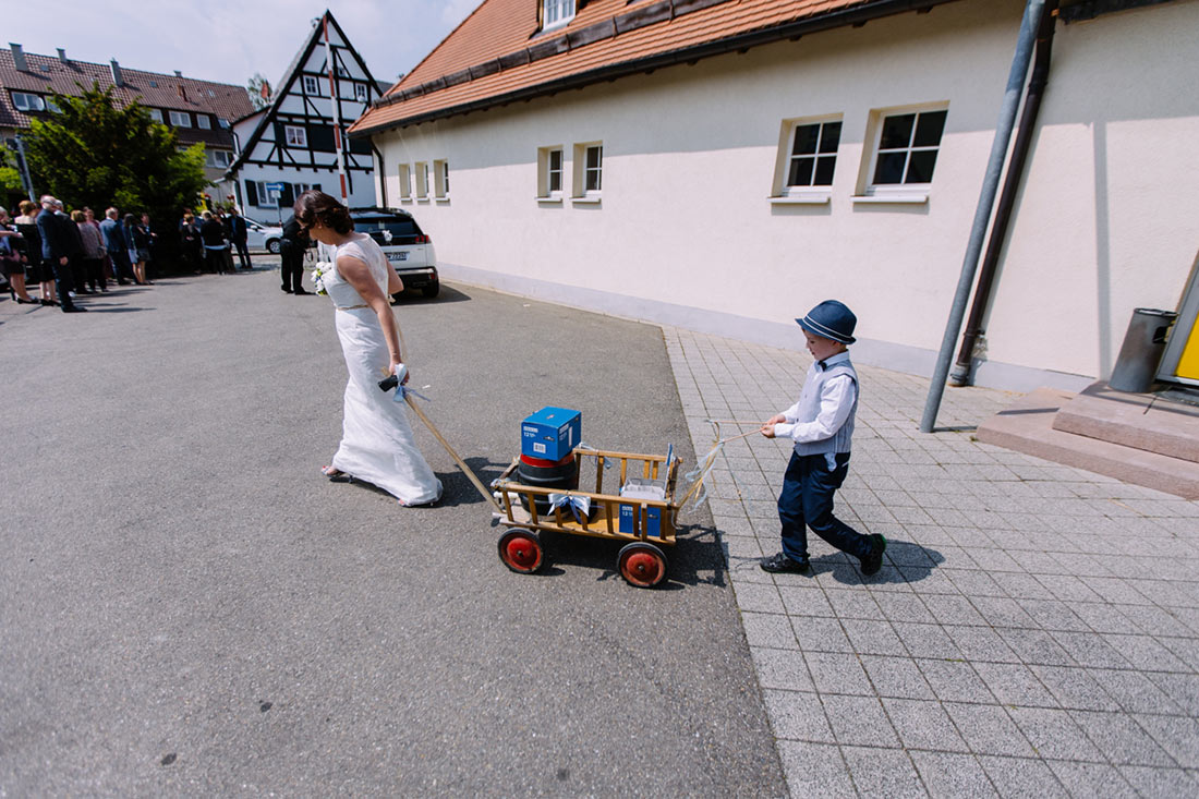 Die Braut transportiert das Kölsch