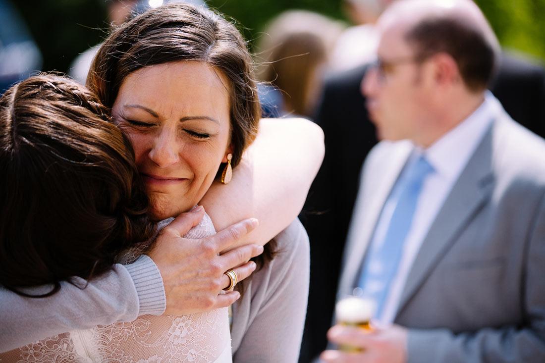 Gerühter Gast gratulirert der Braut
